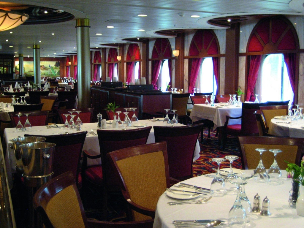 Restaurant - MS Artania