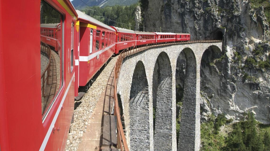 Mit dem Bähnli durch die Schweizer Alpen