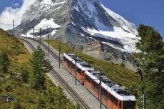 Das Matterhorn mit der Gornergrat-Bahn (Foto: Emi Christa, fotolia)