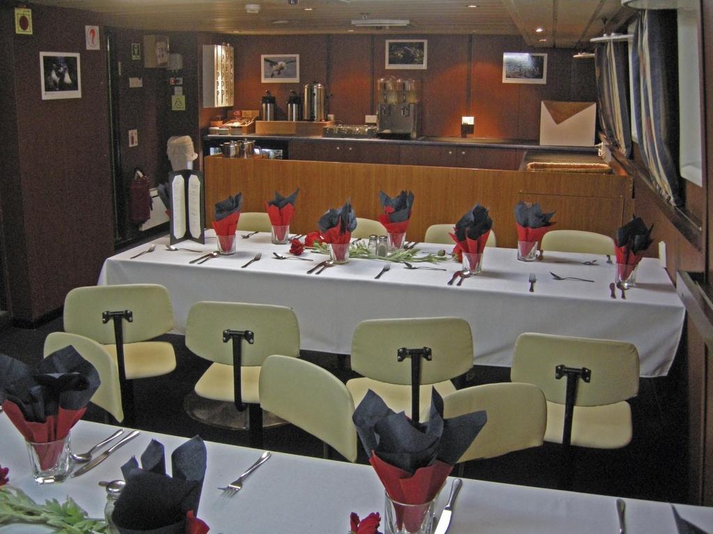 Restaurant an Bord der  MS Spirit of Enderby