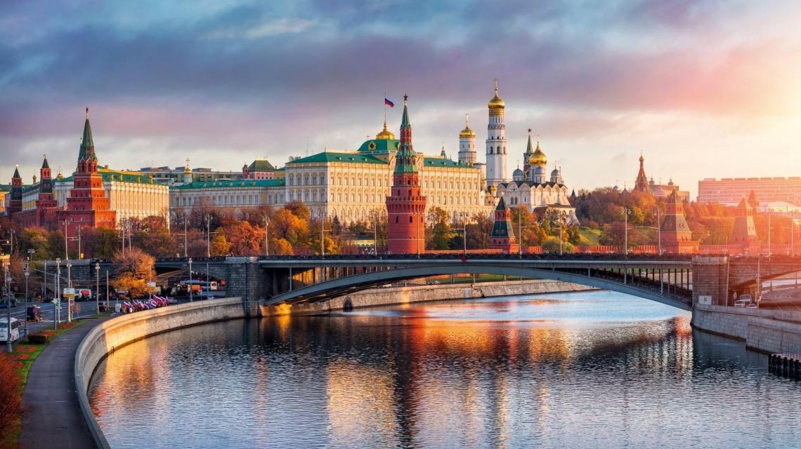 Sonnenaufgang - Kremlin in Moskau