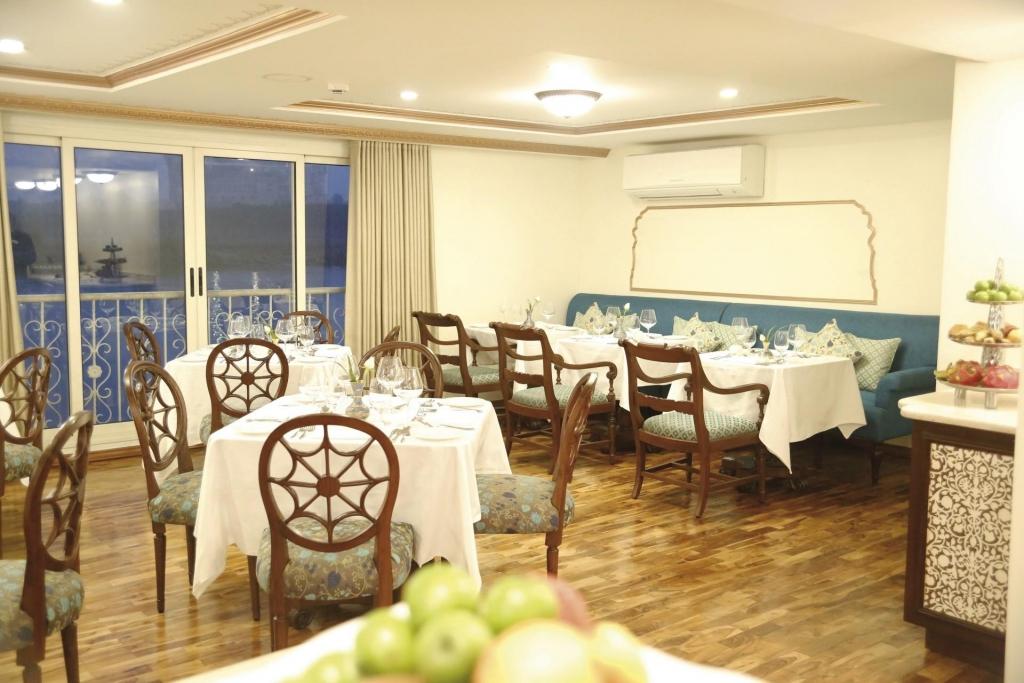 Restaurant - RV Ganges Voyager