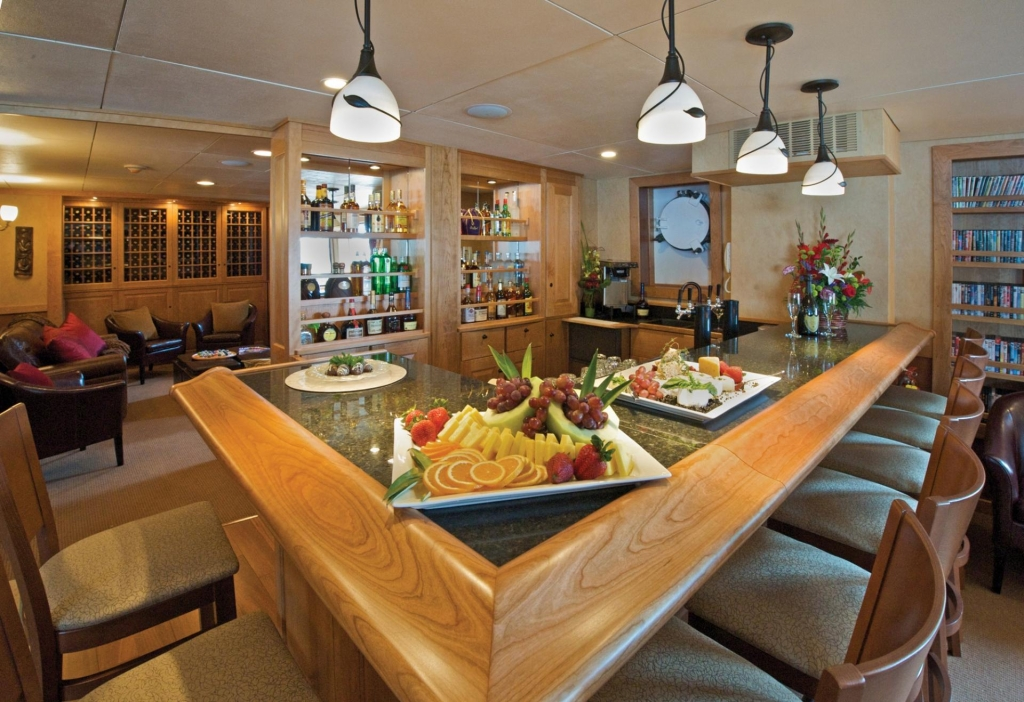 Bar - MV Safari Explorer