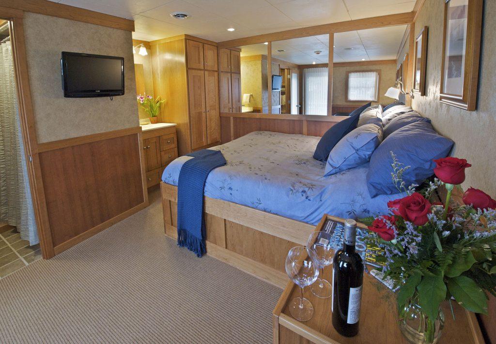 Captain's Cabin - MV Safari Explorer