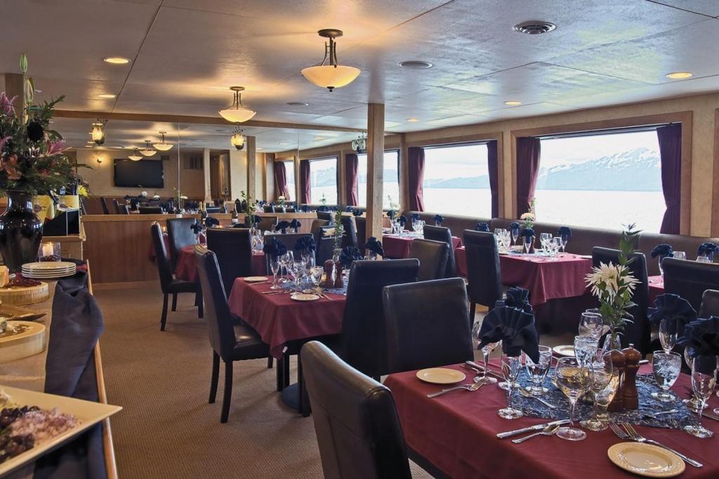 Restaurant - MV Safari Explorer