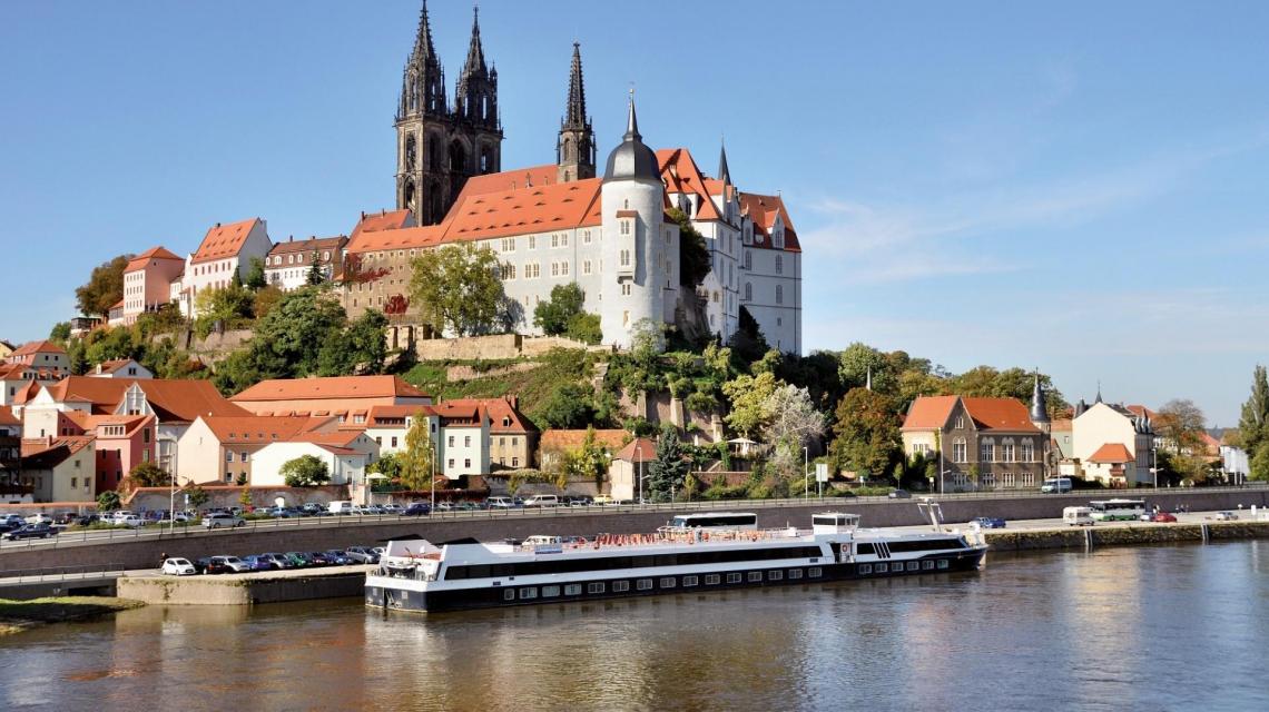 Magdeburg mit Dom und MS Sans Souci