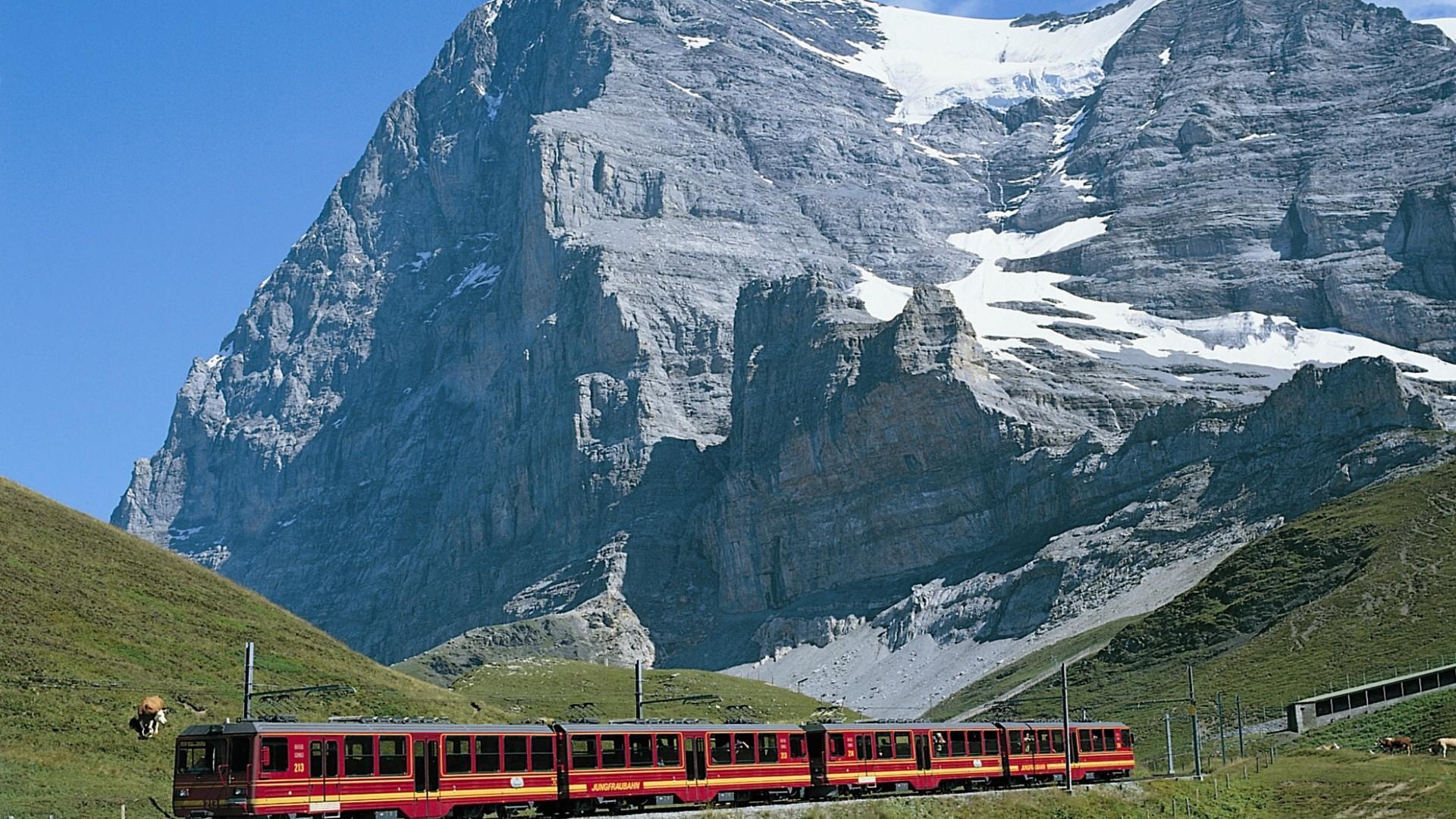 Jungfraubahn zwischen Kleine Scheidegg und Eigergletscher mit Eigernordwand