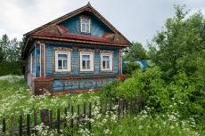 Kunterbuntes Holzhaus in der Nähe von Goritsy - Russland