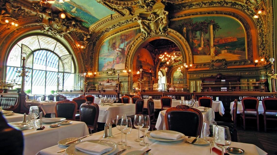 "Restaurant ""Le Train Bleu"" in Paris"