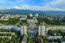 Almaty am Fuße des Alatau Gebirges (Foto: Veniamin Kraskov, fotolia)
