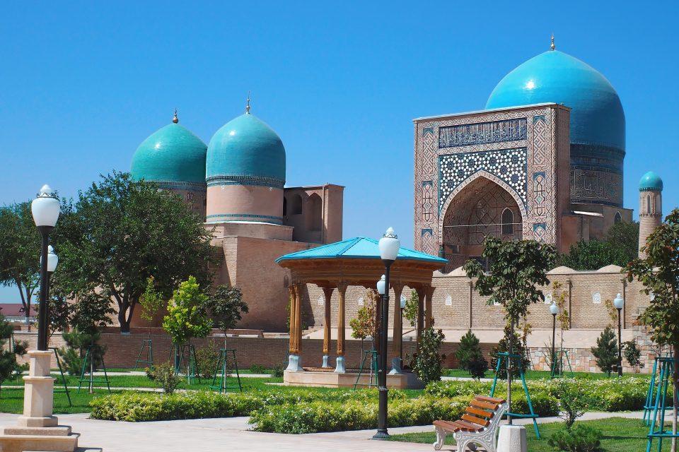 Garten von der Kok Gumbaz Moschee in Shahrisabz