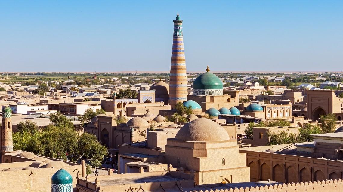 Minarett und Moschee von Islam Khoja in Xiva