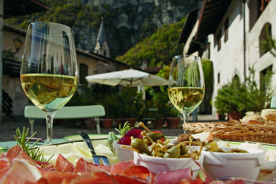 Die Weindörfer und Ansitze im Südtiroler Unterland bieten zahlreiche Einkehrmöglichkeiten.