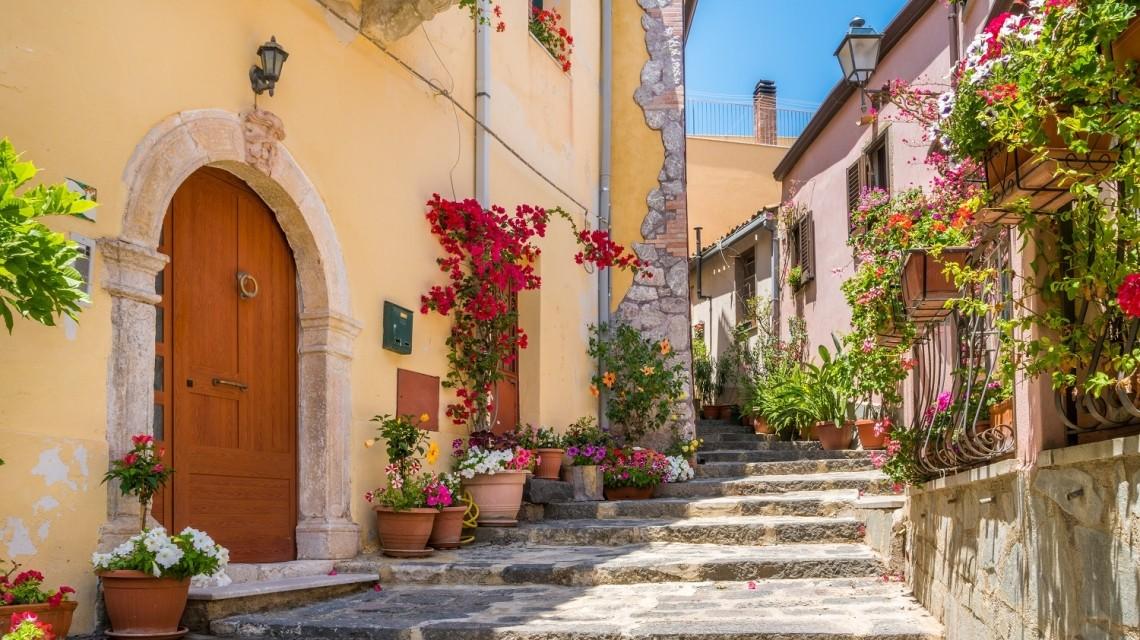 """Rund um Italien"""" und Dolce Vita mit guten Weinen, kulinarischen Genüssen und traumhaften Küsten"""