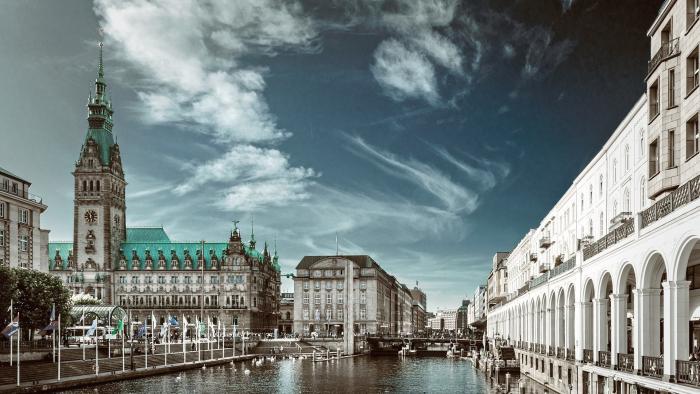 Hamburg mit dem Rathaus