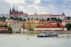 Schifffahrt auf der Moldau mit dem Schloss