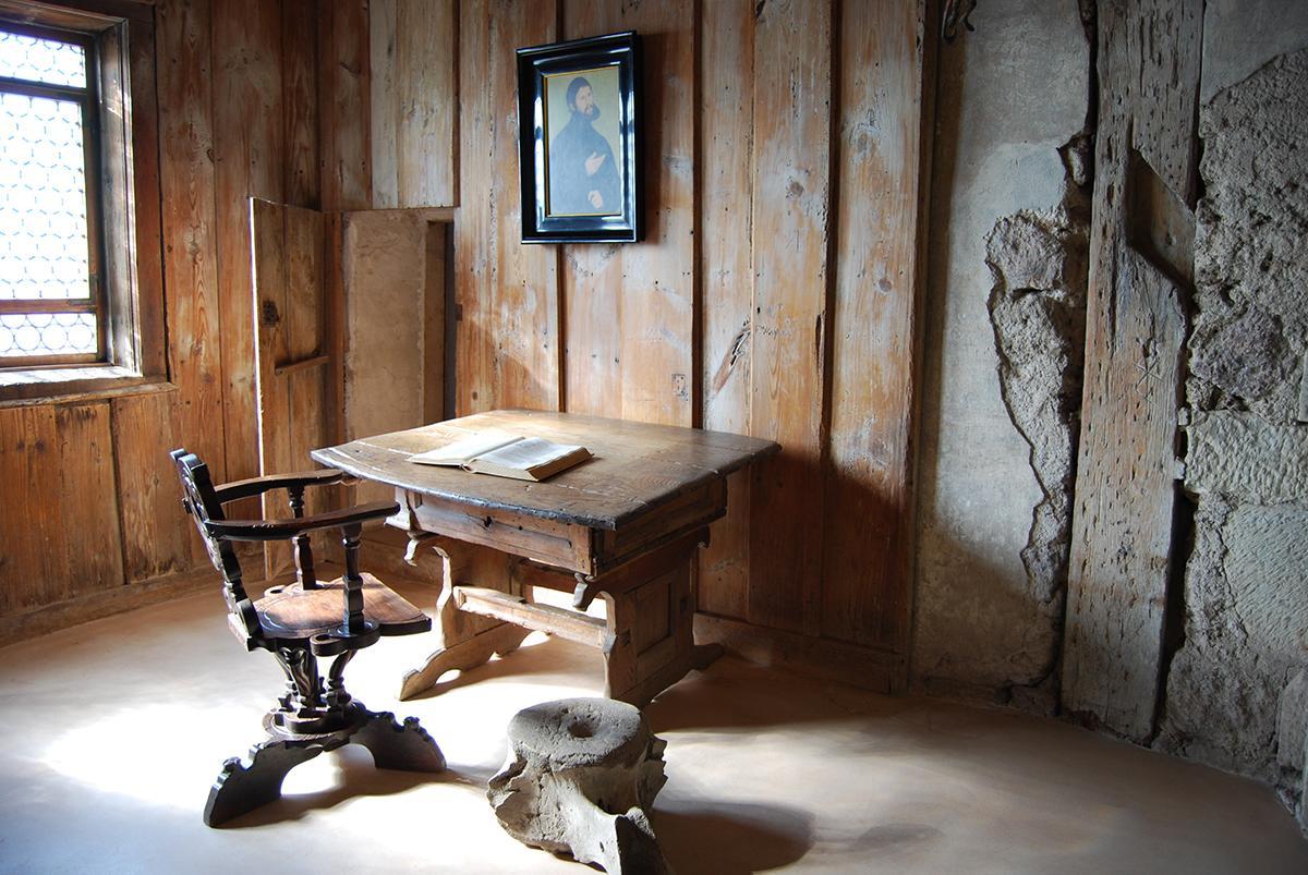 Lutherstube auf der Wartburg, wo Luther die Bibel übersetzt